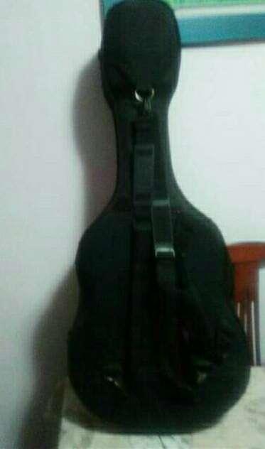 Imagen Estuche para guitarra.