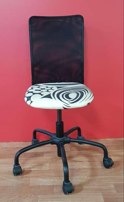 Imagen producto Conjunto mesa y silla 50 € 2