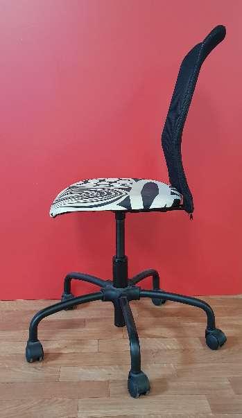 Imagen producto Conjunto mesa y silla 50 € 3