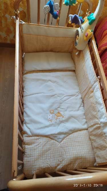 Imagen Cuna de madera, colchón, mama pata...