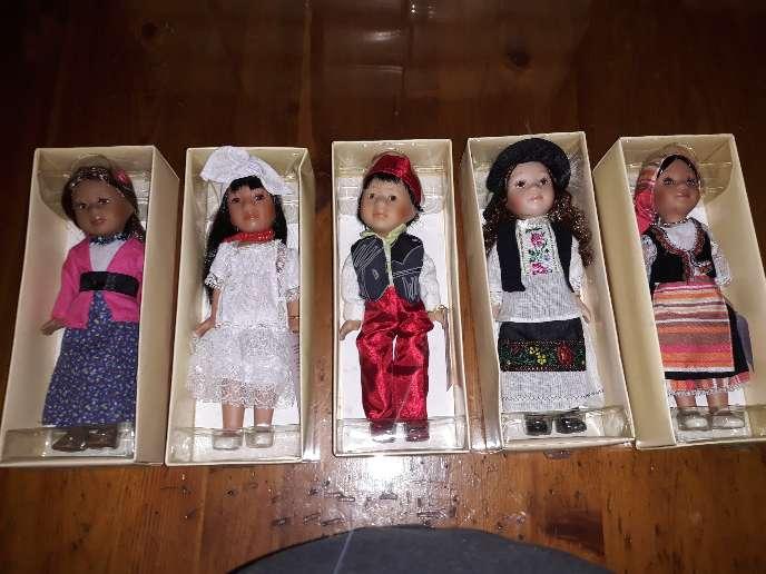 Imagen coleccion de 35 muñecas de porcelana del mundo