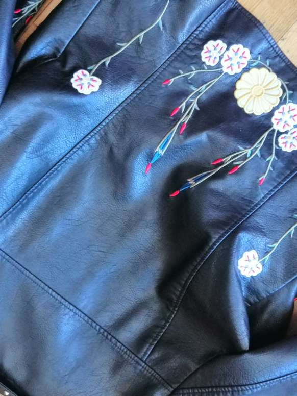 Imagen producto Biker con flores y tachas  2