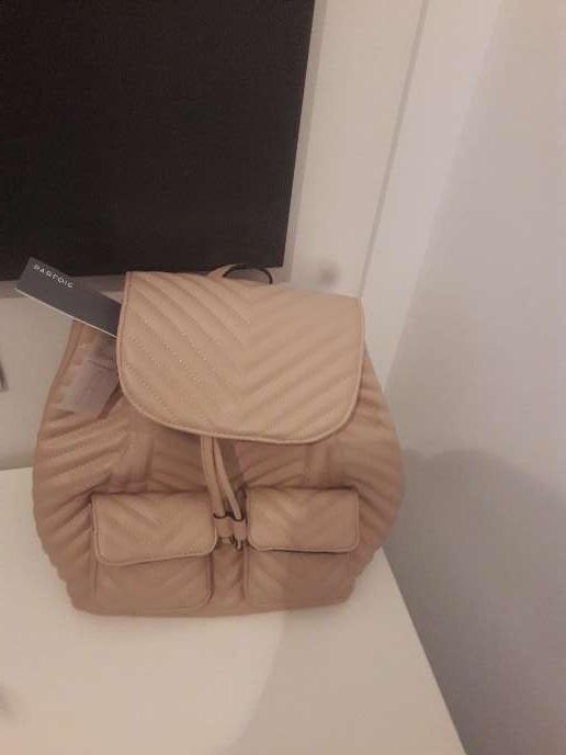 Imagen mochila nueva con etiqueta