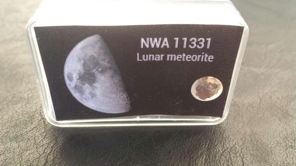 Imagen producto Meteorito lunar en caja colección  2