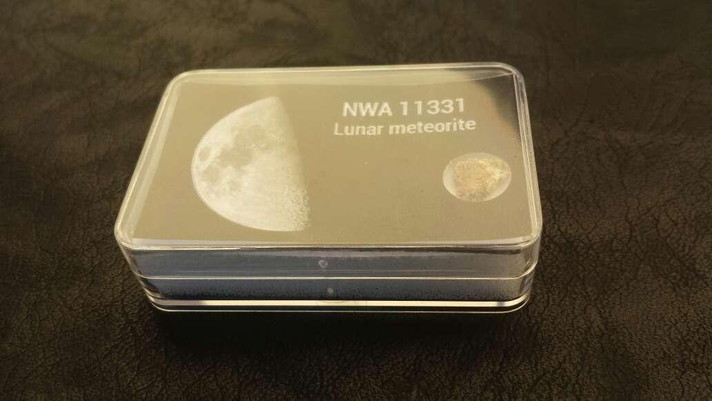 Imagen producto Meteorito lunar en caja colección  3