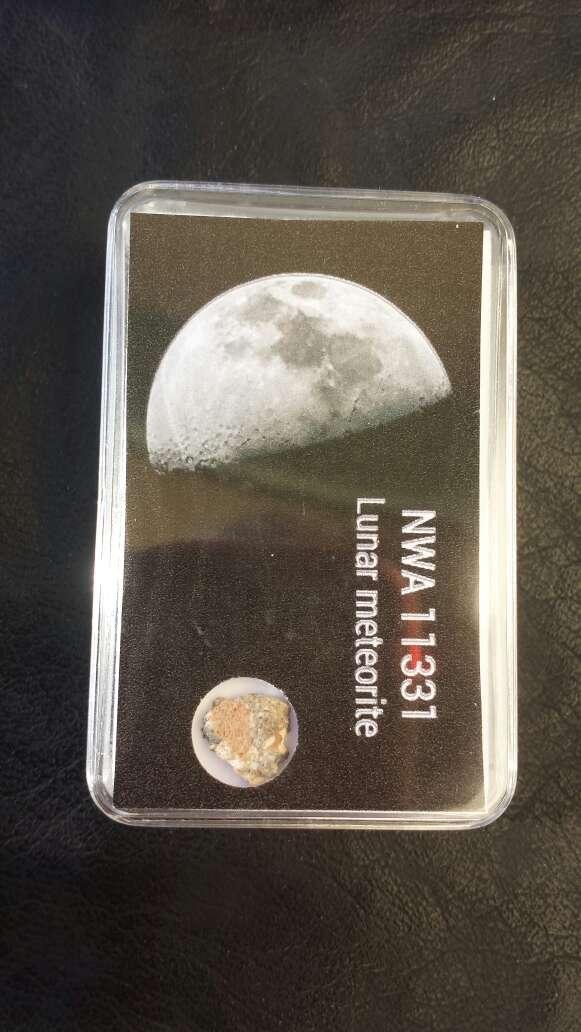 Imagen producto Meteorito lunar en caja colección  4