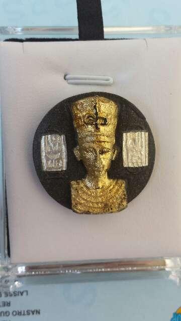 Imagen Nefertiti y plata pura