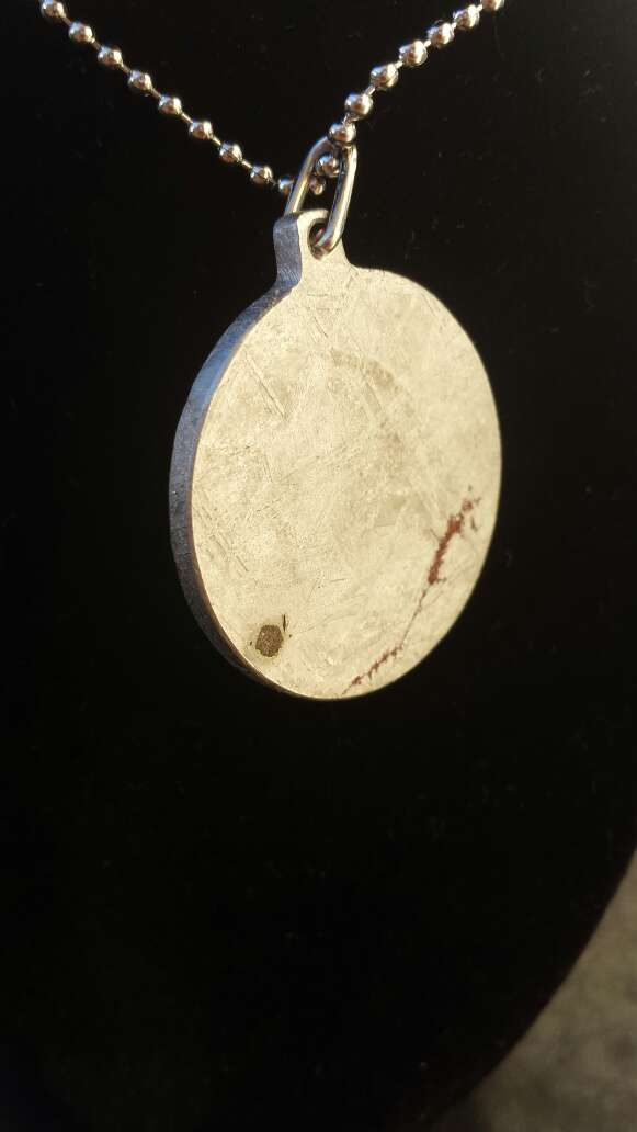 Imagen producto Colgante escudo meteorito metálico  6