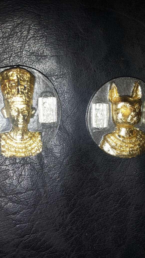 Imagen 2 monedas de polvo de meteorito