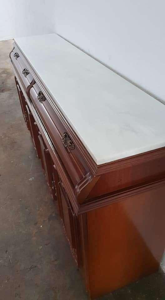 Imagen Aparador barnizado tapa marmol