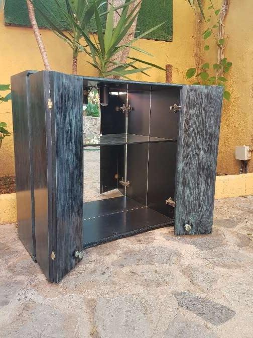 Imagen Mueble dos puertas con luz interior y espejo