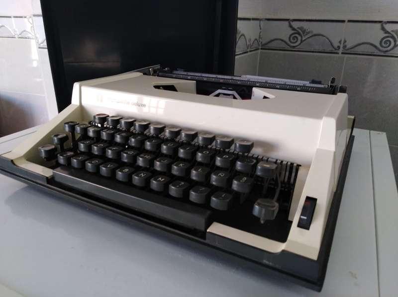 Imagen producto Máquina de escribir Olimpiette de luxe.  3