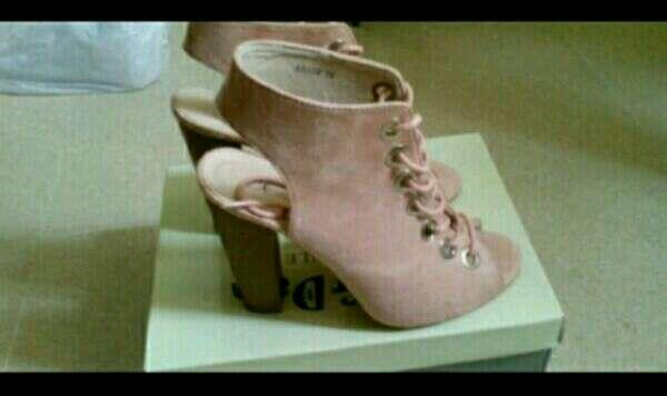 Imagen Zapatos N 39 ( 2 pares 21€ En Inc)