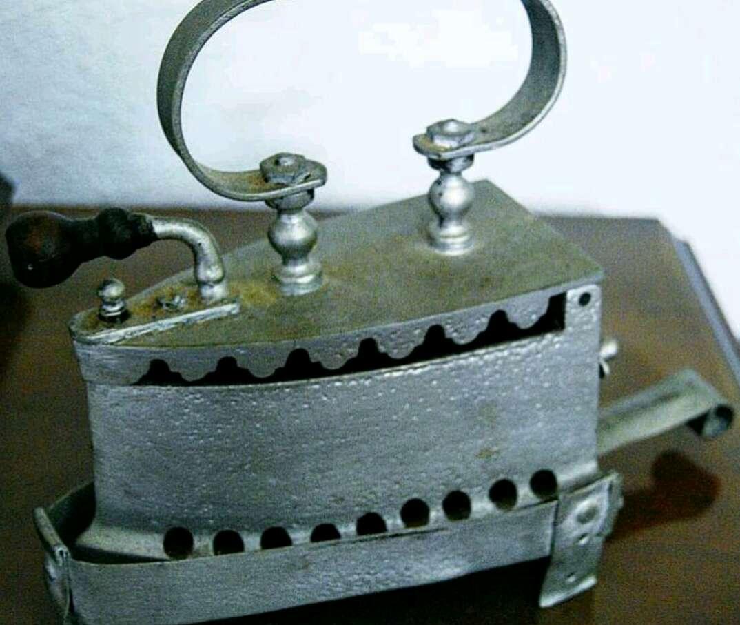 Imagen Antigua Plancha de Carbón Vintage