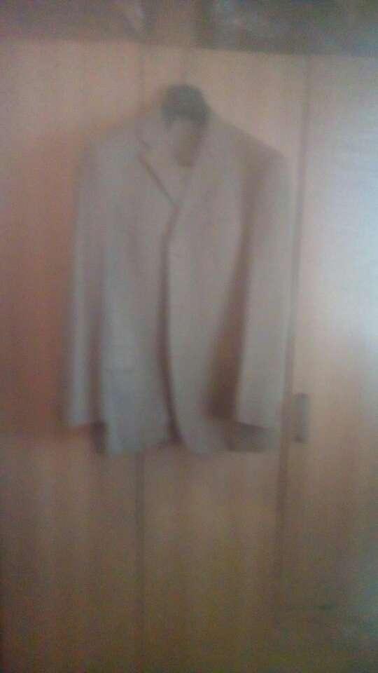 Imagen vendo tres trajes nuevo