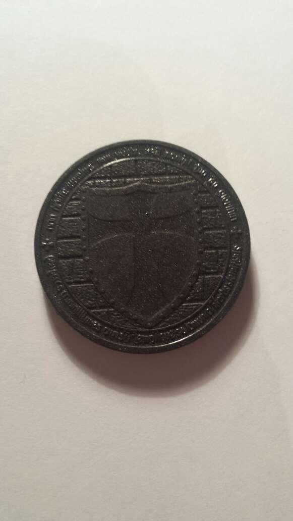 Imagen moneda templaria de meteorito