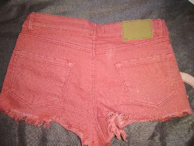 Imagen pantalón corto rojo
