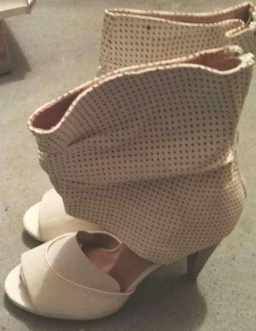 Imagen Zapatos botines blancos tacón talla 39 nuevos