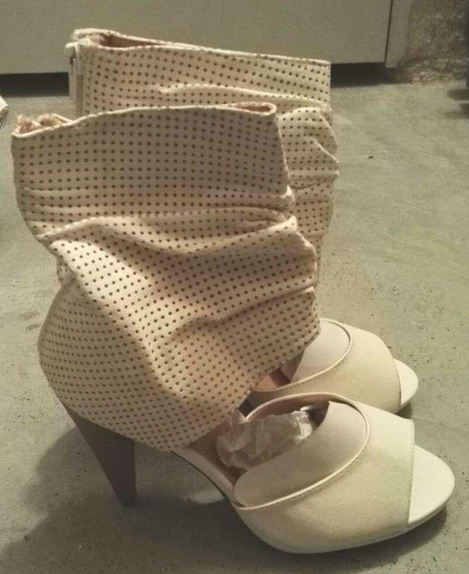 Imagen producto Zapatos botines blancos tacón talla 39 nuevos  2