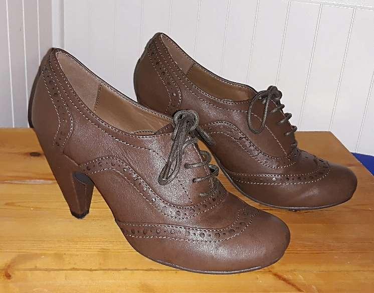 Imagen Zapatos, núm 37.