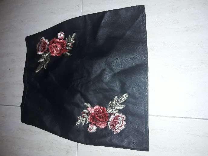 Imagen falda de cuero