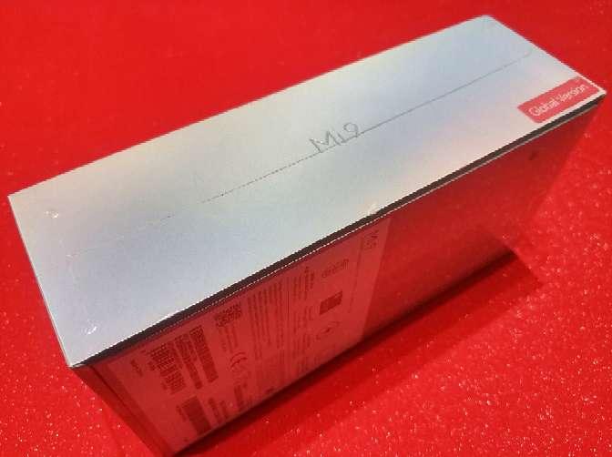 Imagen producto Xiaomi mi9 Negro piano nuevo y PRECINTADO con garantía de 2 años en españa 4