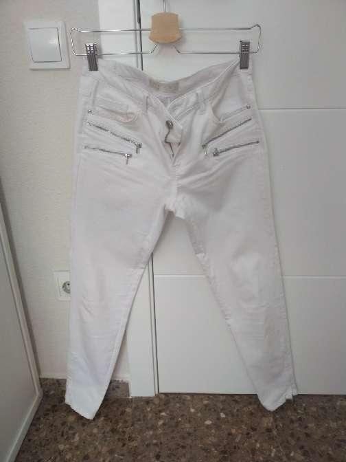 Imagen pantalon largo blanco de Zara