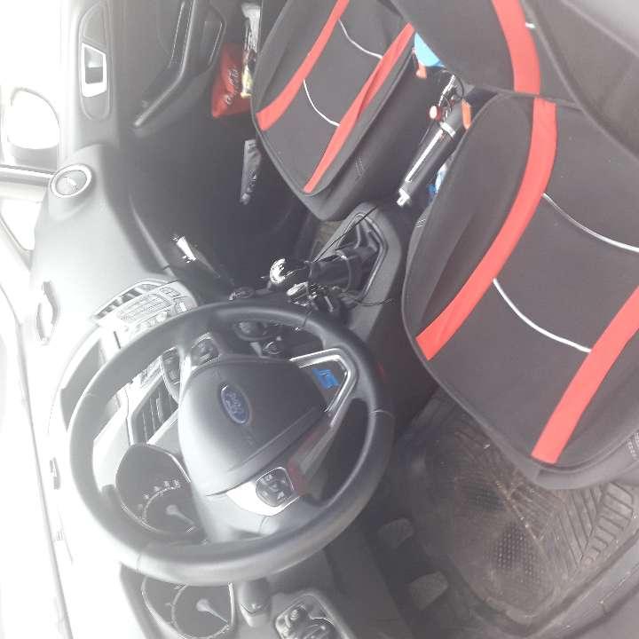 Imagen producto Ford fiesta platinus 1200 turbo muchos estras preguntar 6700 k.2año de antigueda 82 c. 4