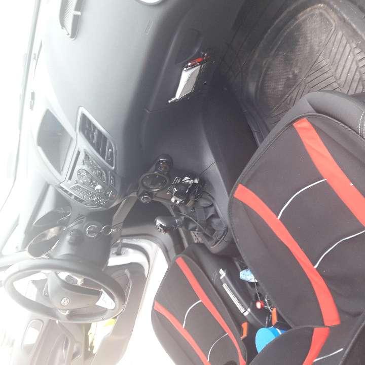 Imagen producto Ford fiesta platinus 1200 turbo muchos estras preguntar 6700 k.2año de antigueda 82 c. 3