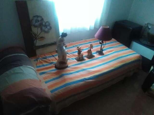 Imagen lote de cama y decoración