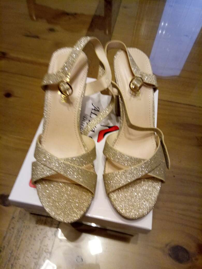 Imagen zapatos a estrenar