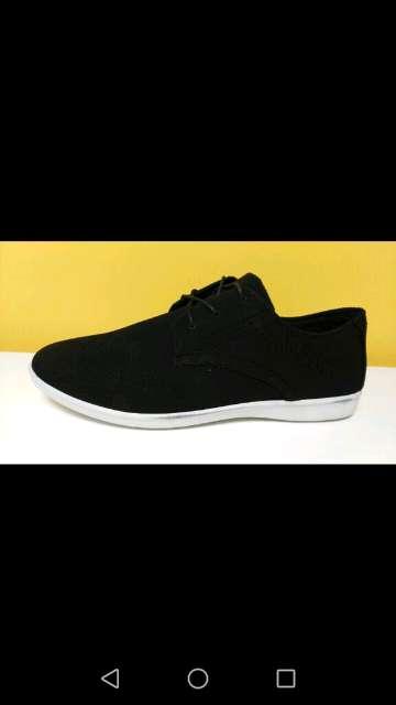 Imagen zapato negro con cordones