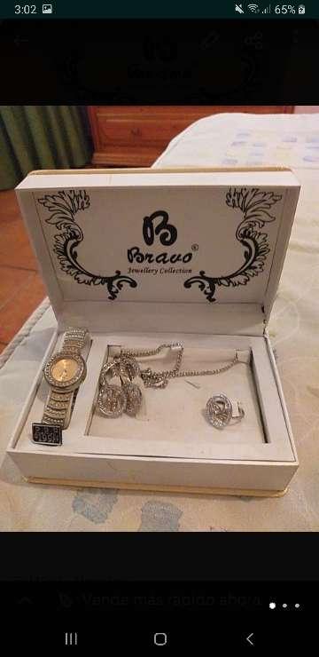 Imagen cadenas relojes y anillos de plata