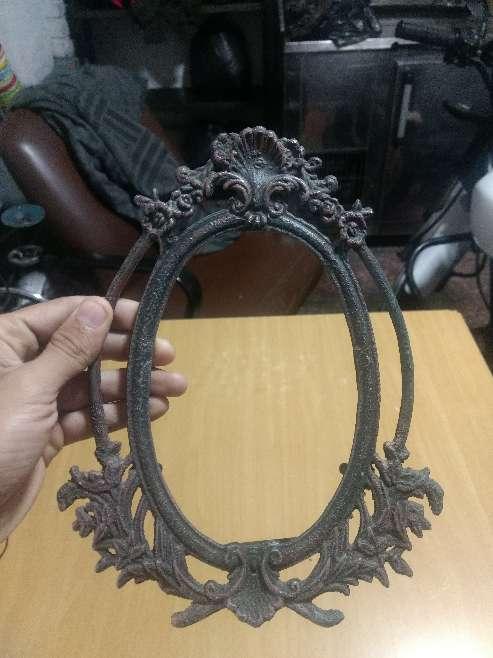 Imagen producto Candelabro y marco antiguo en aluminio 2