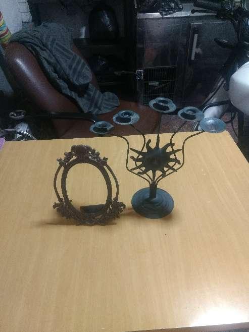 Imagen candelabro y marco antiguo en aluminio