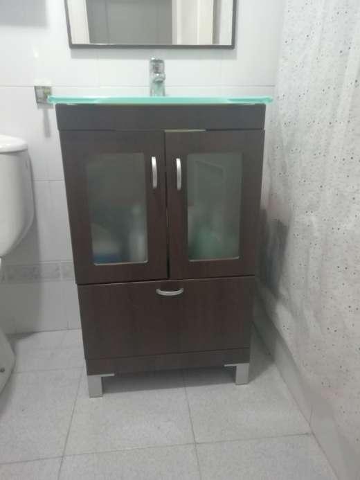 Imagen producto Conjunto armario lavabo + espejo y accesorios 1