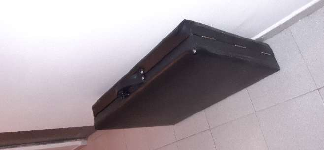 Imagen producto Camilla plegable de aluminio con asa para llevar 3