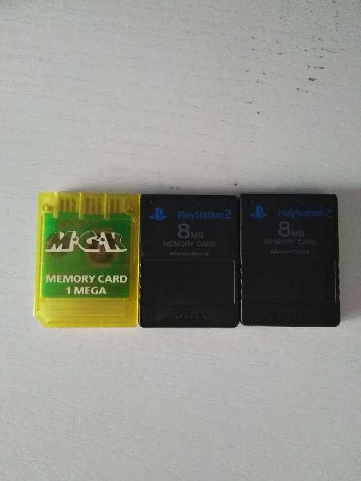 Imagen Vendo memory card de 1 mega con tapadera incluida y 2 memory cards de 8 MB
