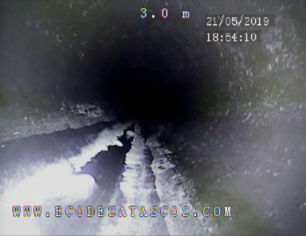 Imagen producto Inspección de tuberias con cámara de TV. Localización de roturas, atascos y anidaciones en chimeneas o desagües. 8