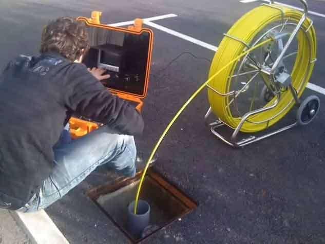 Imagen Inspección de tuberias con cámara de TV. Localización de roturas, atascos y anidaciones en chimeneas o desagües.