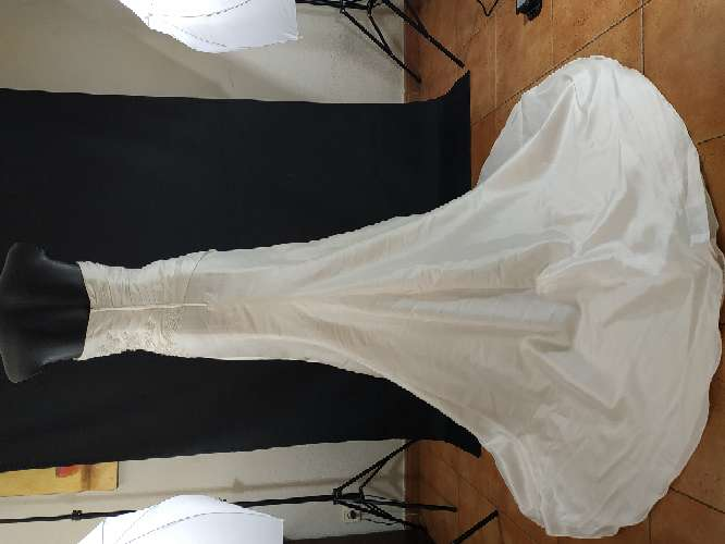 Imagen vestido novia con cola
