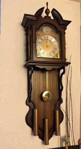 Imagen reloj con péndulo pared