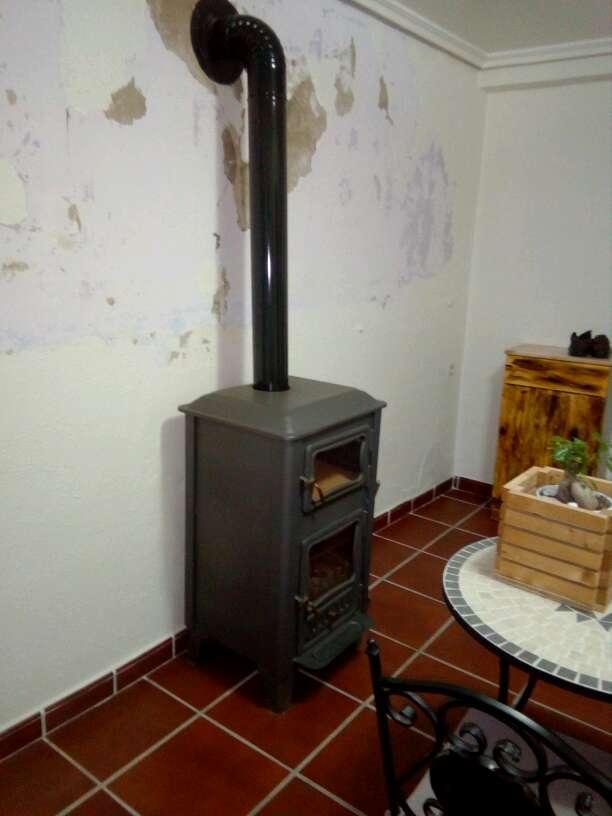 Imagen estufa con horno de leña