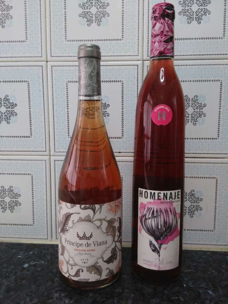 Imagen Dos vinos rosados