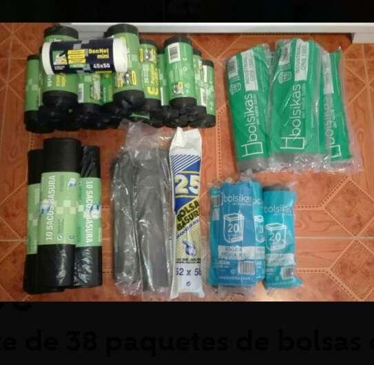 Imagen Paquetes de bolsas de basura.