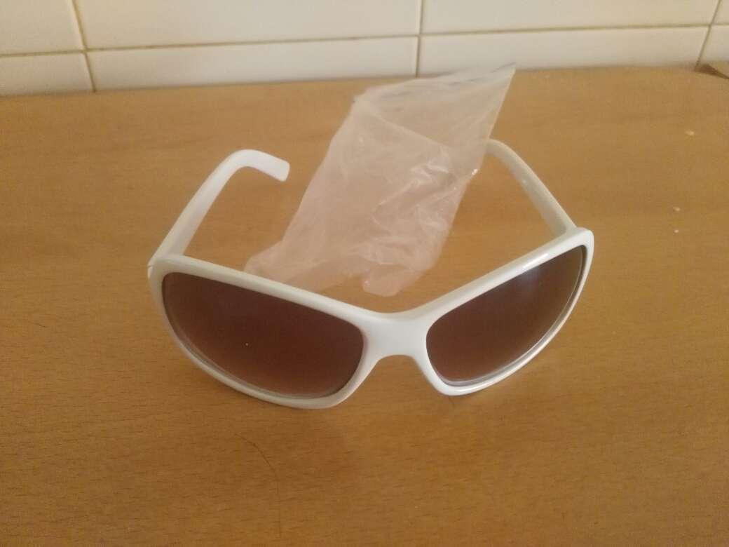 Imagen gafas  sol blancas