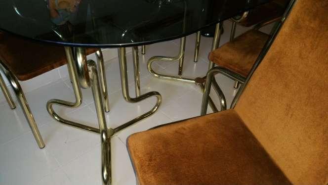 Imagen mesa y sillas salón