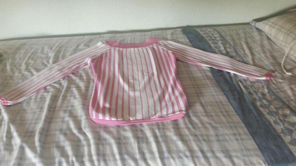 Imagen jersey lineas rosas y blancas