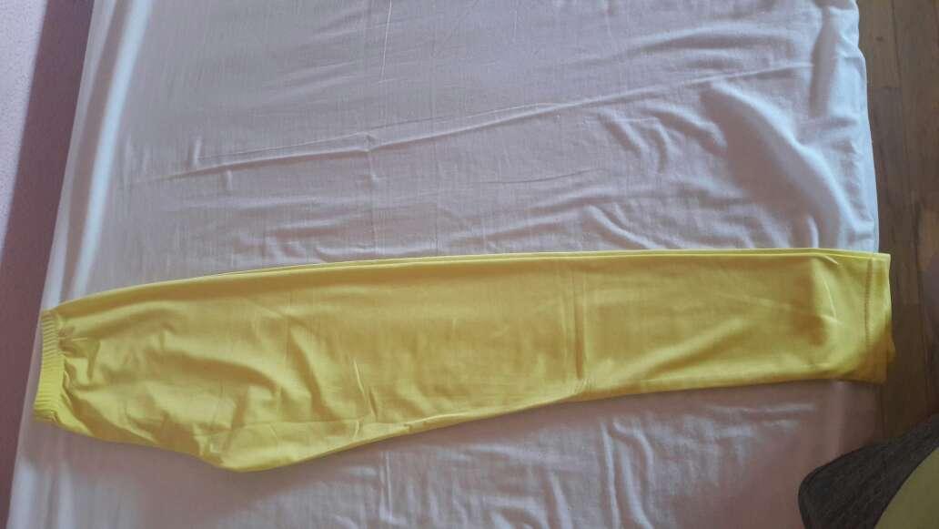 Imagen pantalon amarillo elastico