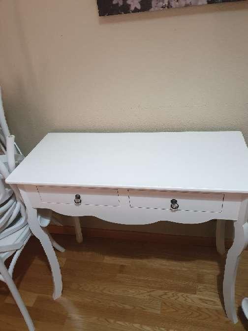 Imagen mesa blanca